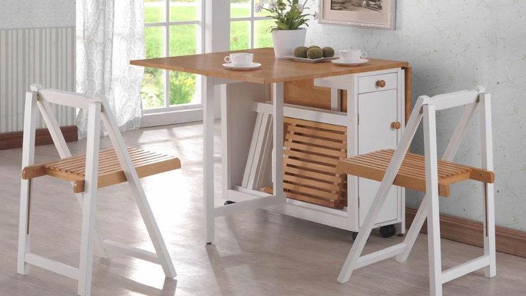 Zložljiva jedilna miza in stoli